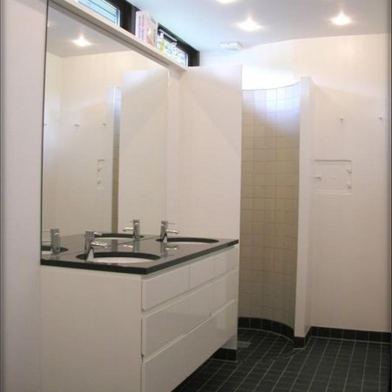 Renoveret badeværelse vask og bruser